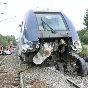 Poids lourd sur voie ferroviaire. N°500